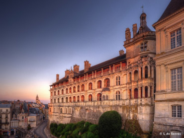 Loire Valley Chateaus small group Day tour 3 Chateaus Chambord, Cheverny, Blois, organic winery tour/tasting Mon & Thu